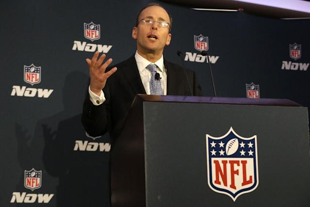 New England Patriots president Jonathan Kraft threw a little shade at Jerry Jones on Sunday. (AP)