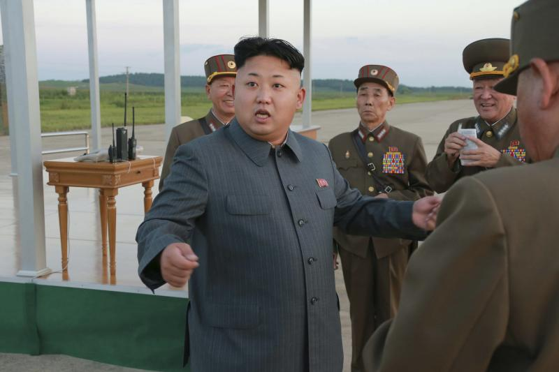 North Korean leader Kim Jong Un (C) guides the actual parachuting and striking drill of paratrooper units of the KPA in this undated photo released by North Korea's Korean Central News Agency (KCNA) August 28, 2014. REUTERS/KCNA (NORTH KOREA - Tags: POLITICS) ATTENTION EDITORS - THIS PICTURE WAS PROVIDED BY A THIRD PARTY. REUTERS IS UNABLE TO INDEPENDENTLY VERIFY THE AUTHENTICITY, CONTENT, LOCATION OR DATE OF THIS IMAGE. FOR EDITORIAL USE ONLY. NOT FOR SALE FOR MARKETING OR ADVERTISING CAMPAIGNS. THIS PICTURE IS DISTRIBUTED EXACTLY AS RECEIVED BY REUTERS, AS A SERVICE TO CLIENTS. NO THIRD PARTY SALES. NOT FOR USE BY REUTERS THIRD PARTY DISTRIBUTORS. SOUTH KOREA OUT. NO COMMERCIAL OR EDITORIAL SALES IN SOUTH KOREA