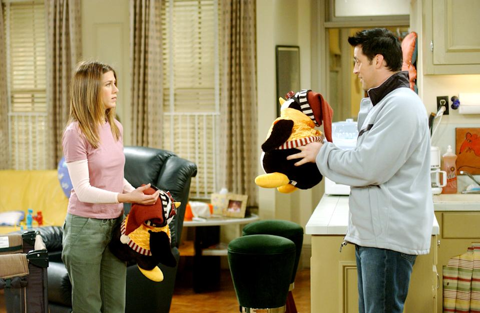 Aniston and Matt LeBlanc had one of the least romantic relationships on 'Friends' (Photo: Warner Bros. / Courtesy: Everett Collection)