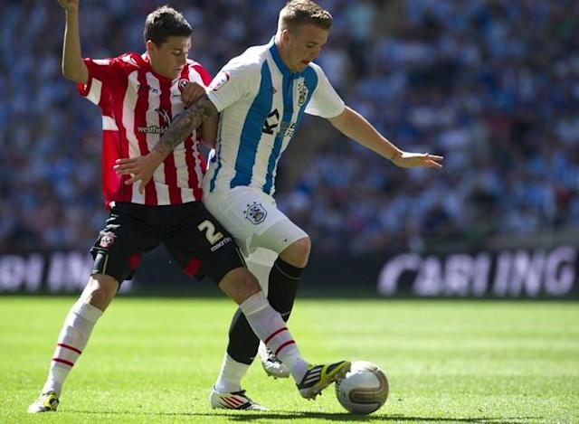 Sheffield United's Calum Woods (L) vies for the ball against Huddersfield's Ryan Flynn (R) during the League 1 Play-Off Final football match between Huddersfield Town and Sheffield United at Wembley Stadium in London on May 26, 2012. AFP PHOTO / ADRIAN DENNISADRIAN DENNIS/AFP/GettyImages