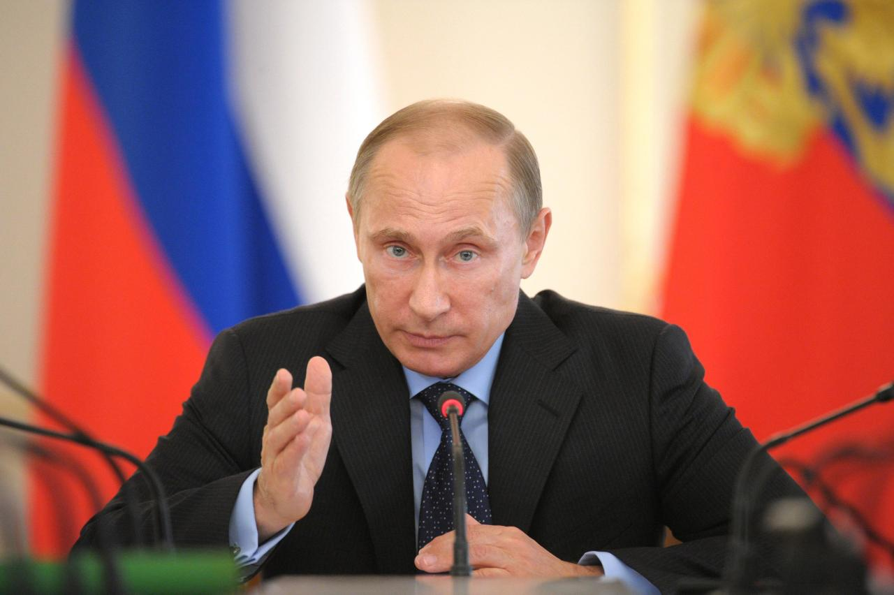 Russia's President Vladimir Putin gestures as he chairs a government meeting at the Novo-Ogaryovo state residence outside Moscow, June 25, 2014. The Russian parliament on Wednesday revoked the right it had granted Putin in March to order a military intervention in Ukraine, where Kiev is struggling with a rebellion by Russian speakers in the east. REUTERS/Alexei Druzhinin/RIA Novosti/Kremlin (RUSSIA - Tags: POLITICS TPX IMAGES OF THE DAY) ATTENTION EDITORS - THIS IMAGE HAS BEEN SUPPLIED BY A THIRD PARTY. IT IS DISTRIBUTED, EXACTLY AS RECEIVED BY REUTERS, AS A SERVICE TO CLIENTS