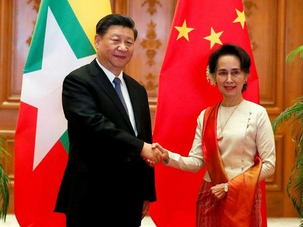 Myanmar State Counselor Aung San Suu Kyi with Chinese President Xi Jinping at the Presidential Palace in Naypyitaw