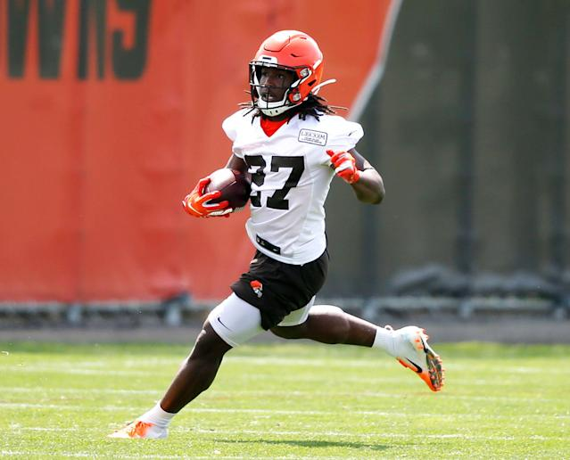 Kareem Hunt was signed by the Cleveland Browns after the Chiefs cut him due to a video of Hunt shoving and kicking a woman. (AP)