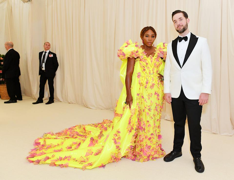 """<h1 class=""""title"""">Serena Williams in Versace wearing De Grisogono jewelry and Alexis Ohanian</h1><cite class=""""credit"""">Photo: Getty Images</cite>"""