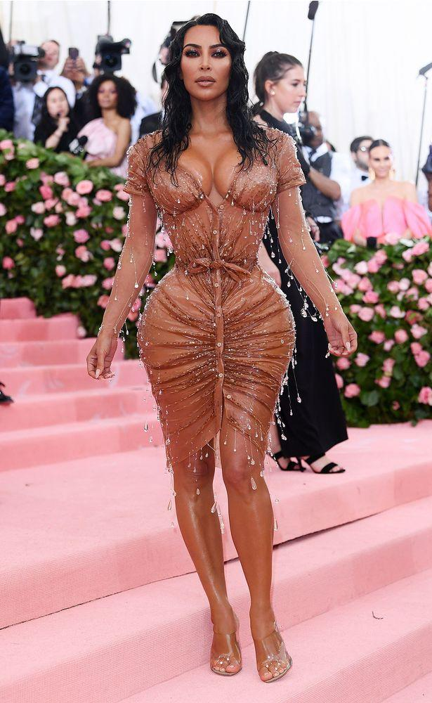 84eee272 Kim Kardashian Is 'Wet, Dripping' at the Met Gala in Mugler Dress ...