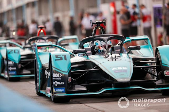 "James Calado, Jaguar Racing, Jaguar I-Type 4 esce dalla pit lane <span class=""copyright"">Sam Bloxham / Motorsport Images</span>"