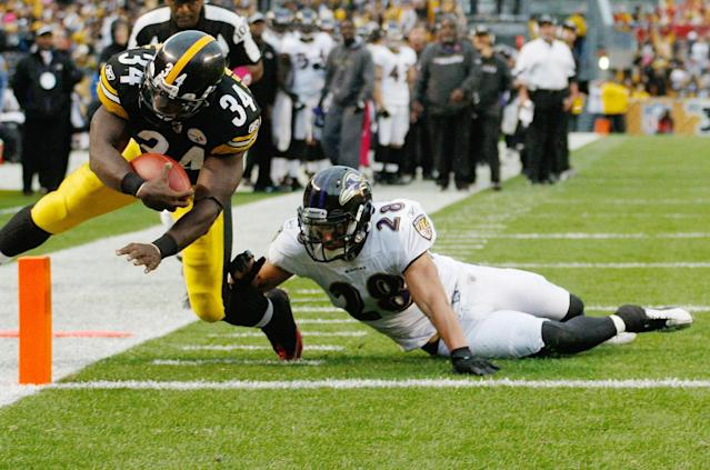 PITTSBURGH - OCTOBER 03: Rashard Mendenhall #34 of the Pittsburgh Steelers dives in for a touchdown past Tom Zibkowski #28 of the Baltimore Ravens during the game on October 3, 2010 at Heinz Field in Pittsburgh, Pennsylvania. (Photo by Jared Wickerham/Getty Images)