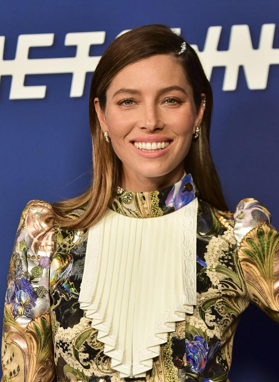 """<p><strong>Jessica Biel's</strong> ombré starts super dark and fades to super light at the ends. Dress it up with a jeweled hair accessory.</p><p><a class=""""link rapid-noclick-resp"""" href=""""https://go.redirectingat.com?id=74968X1596630&url=https%3A%2F%2Fwww.anthropologie.com%2Fshop%2Ftwigs-honey-nomi-hair-pins&sref=https%3A%2F%2Fwww.goodhousekeeping.com%2Fbeauty%2Fhair%2Fg34691983%2Fchestnut-hair-color-ideas%2F"""" rel=""""nofollow noopener"""" target=""""_blank"""" data-ylk=""""slk:SHOP HAIR ACCESSORY"""">SHOP HAIR ACCESSORY</a></p>"""