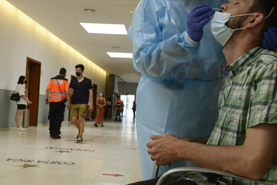 The rebound in infections is marked on the continent.  (Photo By Rosa Veiga / Europa Press via Getty Images)
