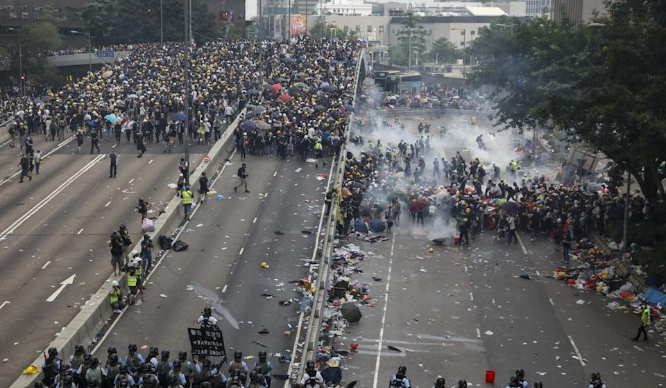 Police fire tear gas at protesters in Admiralty seeking to block the second reading of a controversial extradition bill on June 12, 2019. Photo: K. Y. Cheng