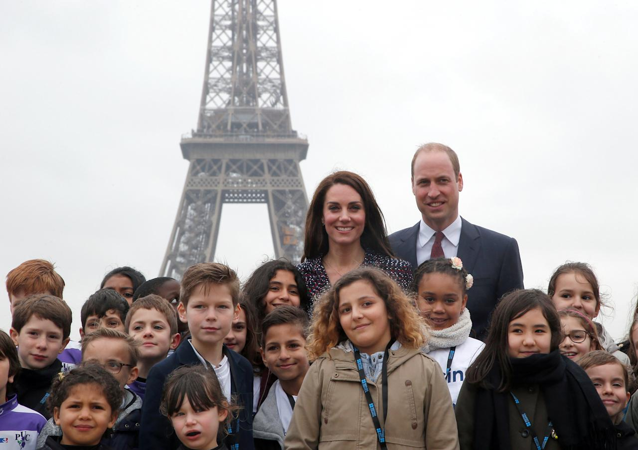Britain's Prince William, the Duke of Cambridge, and his wife Kate, the Duchess of Cambridge, pose for photographers with school children from the British Council's Somme project at the Trocadero square in Paris, France, March 18, 2017. REUTERS/Michel Euler/Pool