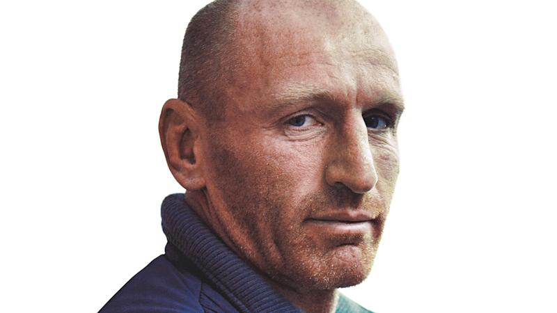 Rugby star Gareth Thomas encourages runners to raise money for stroke survivors