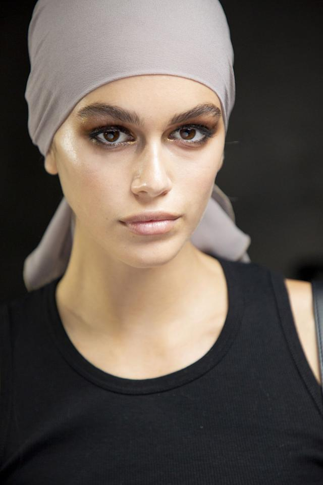 "<p>Makeup artist Diane Kendal created a golden smoky eye for the '70s-inspired Tom Ford show. Her team of makeup artists meticulously blended the eyeshadow and liner until the look was hazy and glam.</p><p><strong>Tom Ford</strong> Eye Color Quad in Golden Mink, $88, <a rel=""nofollow"" href=""https://www.sephora.com/product/eye-color-quad-P422568?skuId=1987718"">sephora.com</a>.</p><p><a rel=""nofollow"" href=""https://www.sephora.com/product/eye-color-quad-P422568?skuId=1987718"">SHOP</a><br></p>"