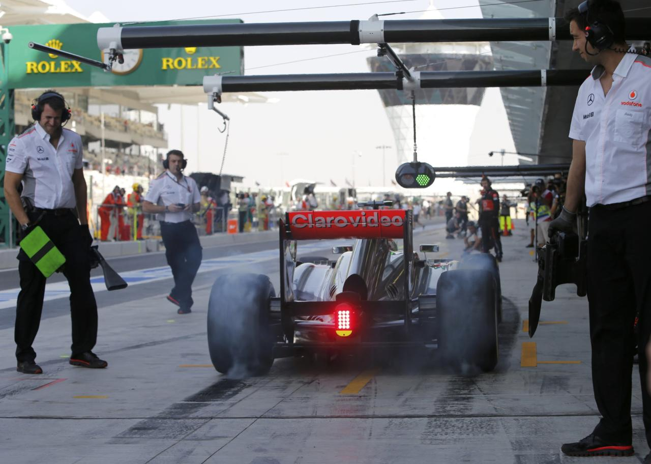 Sauber Formula One driver Esteban Gutierrez of Mexico drives in the pit lane during the third practice session of the Abu Dhabi F1 Grand Prix at the Yas Marina circuit on Yas Island, November 2, 2013. REUTERS/Ahmed Jadallah (UNITED ARAB EMIRATES - Tags: SPORT MOTORSPORT F1)