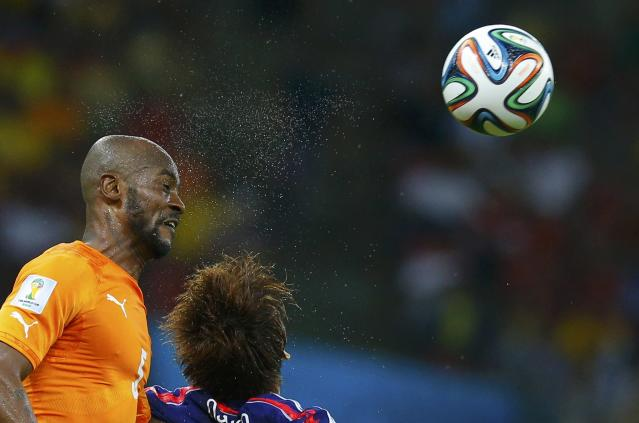 Ivory Coast's Didier Zokora (L) heads the ball during their 2014 World Cup Group C soccer match against Japan at the Pernambuco arena in Recife, June 14, 2014. REUTERS/Brian Snyder (BRAZIL - Tags: SOCCER SPORT WORLD CUP TPX IMAGES OF THE DAY)