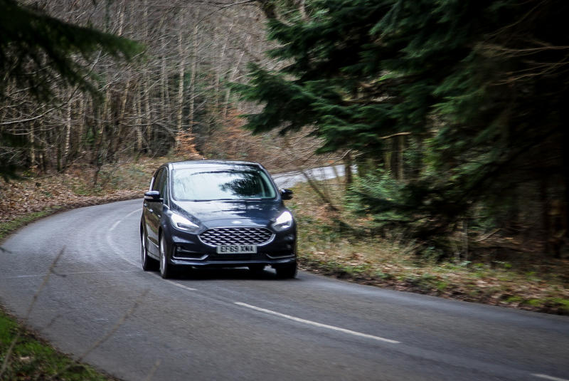 The S-Max corners surprisingly keenly