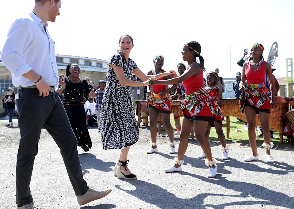 Harry and Meghan Cape Town dancing 2
