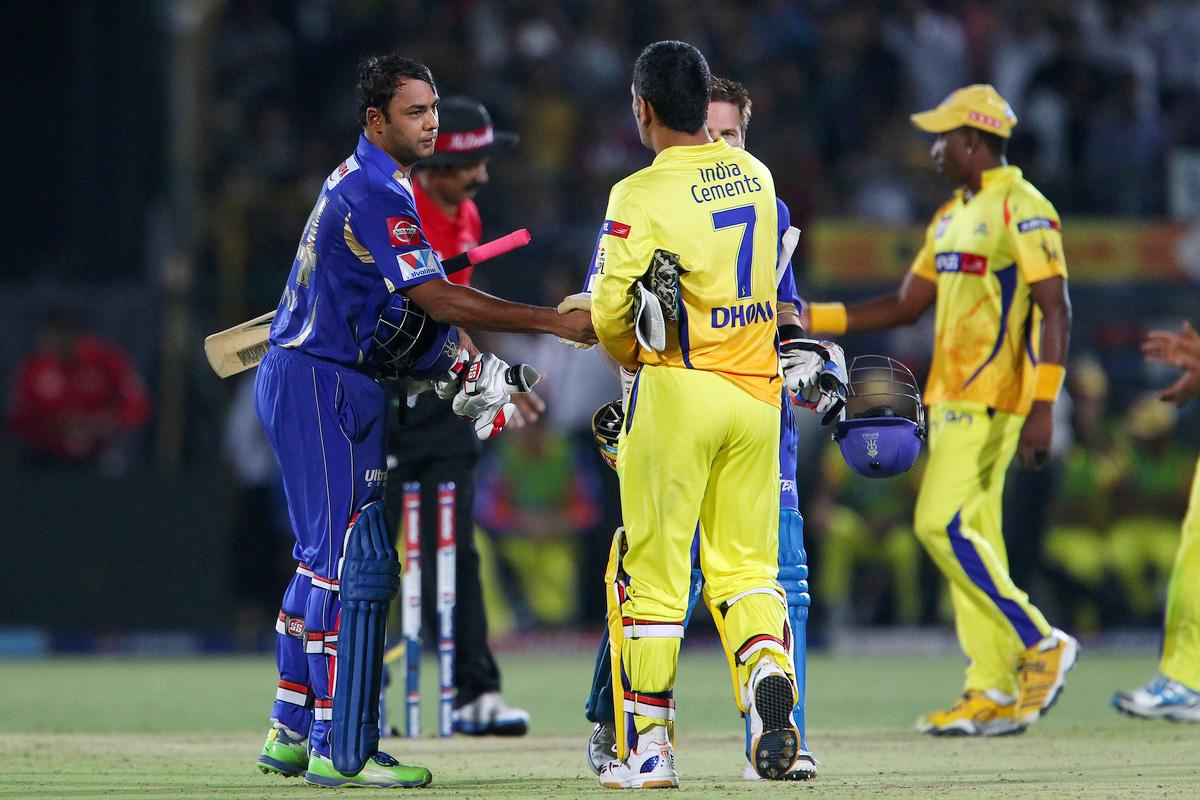 Stuart Binny shakes hands with MS Dhoni after the match  during match 61 of the Pepsi Indian Premier League ( IPL) 2013  between The Rajasthan Royals and the Chennai Super Kings held at the Sawai Mansingh Stadium in Jaipur on the 12th May 2013. (BCCI)