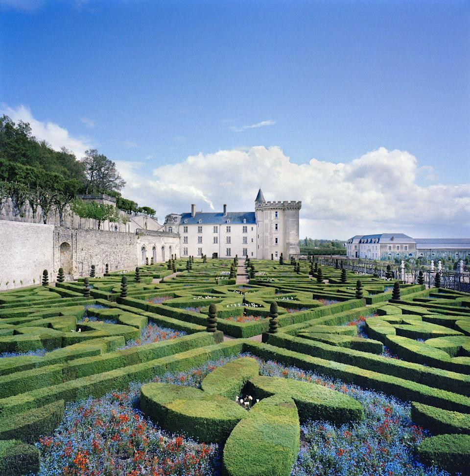 <p>As with this 16th-century French Chateau, it's difficult to tell what's more beautiful: the immaculate gardens or the stunning castle. Either way, it's a win. <br></p>