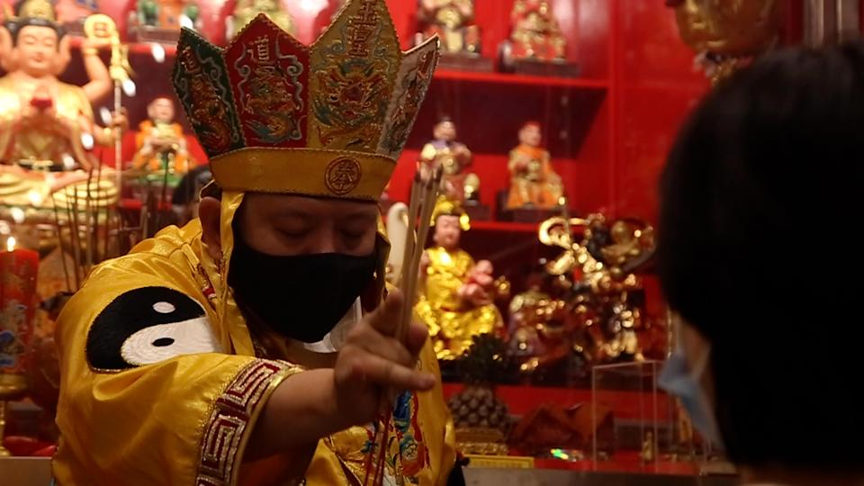 A bai dou ritual being conducted by Ghostbuster: Fengshui Masters & Exorcists. (VIDEO SCREENCAP: Skyline Cinematic)