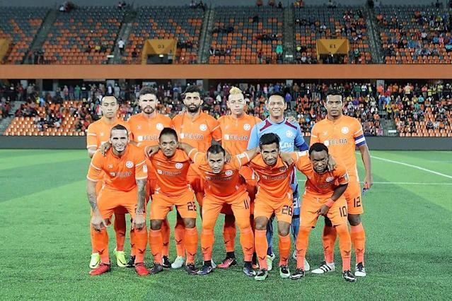 Felda United boss B. Sathianathan wants his side to support star striker Thiago Fernandes better in their second leg Malaysia Cup semi-final match.