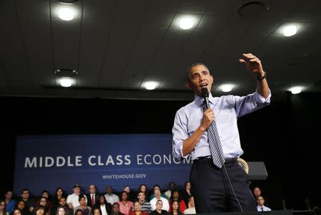 U.S. President Barack Obama speaks about his plan for free community college education and middle class economics during a visit Ivy Tech Community College in Indianapolis, Indiana, February 6, 2015. REUTERS/Kevin Lamarque