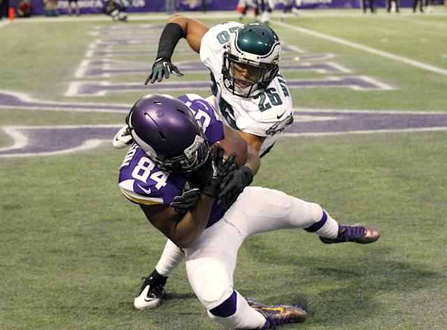 Minnesota Vikings wide receiver Cordarrelle Patterson (84) catches a 5-yard touchdown pass in front of Philadelphia Eagles cornerback Cary Williams (26) during the second half of an NFL football game, Sunday, Dec. 15, 2013, in Minneapolis. (AP Photo/Ann Heisenfelt)