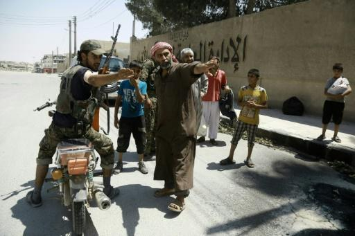IS frees hundreds of 'human shields' in Syria