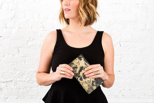 <p>We've got a penny-pinching way for you to spruce up old accessories to look trendy and new this year. One (okay, two) words: spray paint.<br /></p>