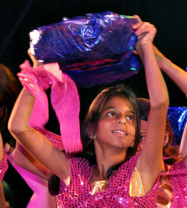 Suhana, SRK and Gauri's daughter was one of dancers at choreograper Shiamak Davar's Summer Funk show
