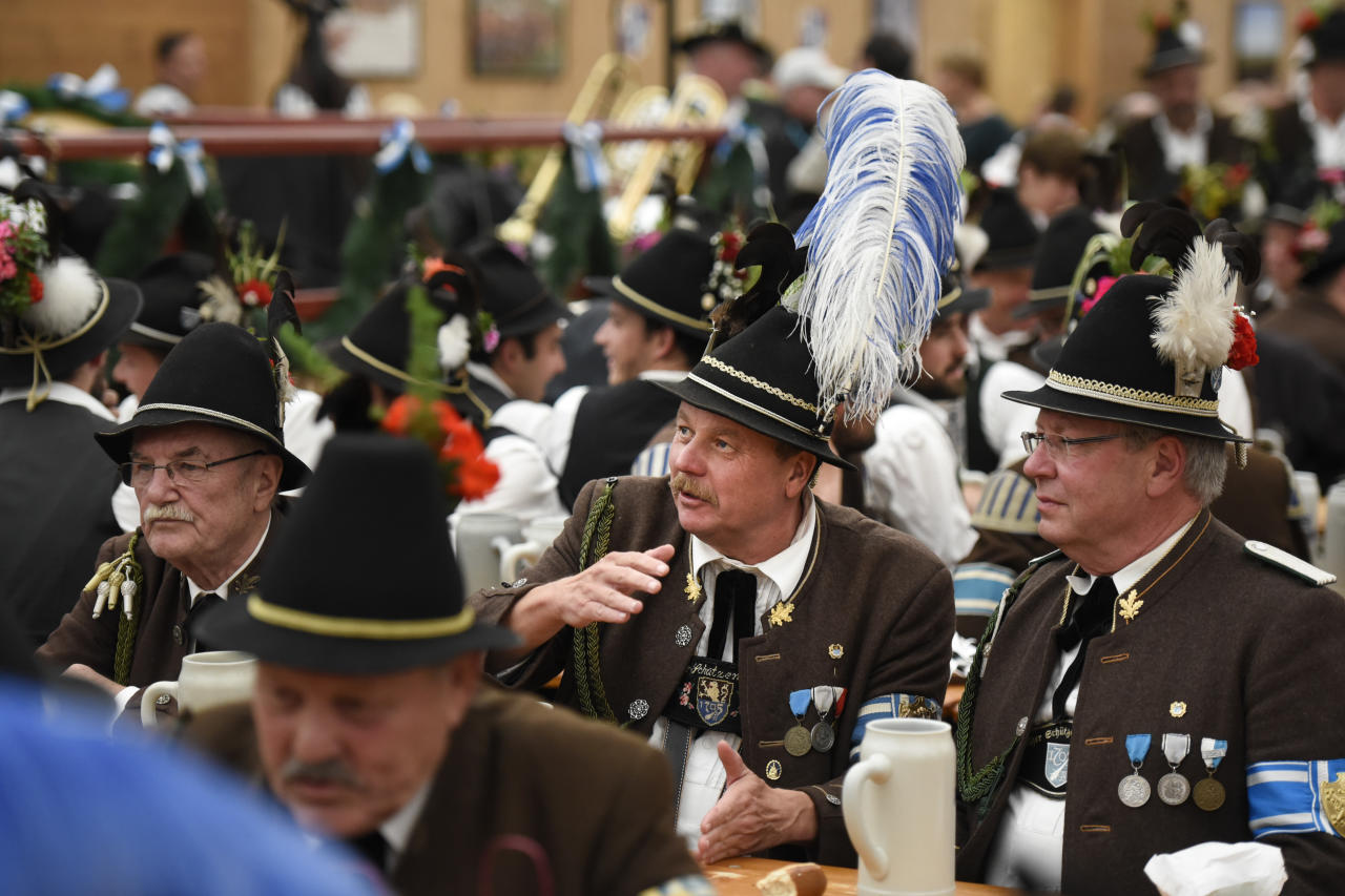 <p>Men in traditional costumes order beers (Getty Images) </p>