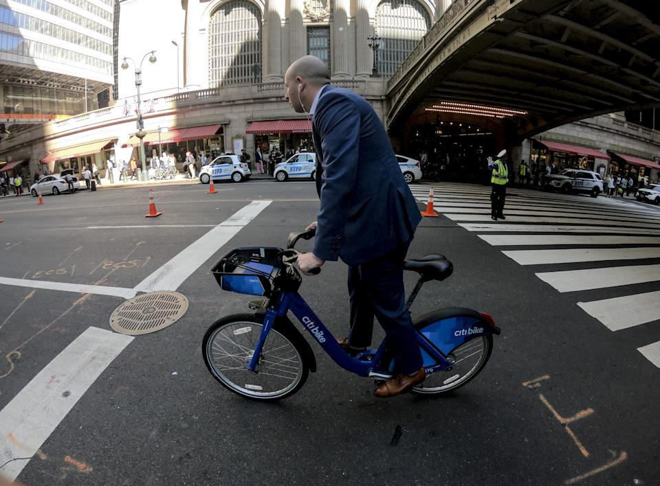 NEW YORK, USA - SEPTEMBER 30: Commuter rides a Citibike in New York, United States on September 30, 2019.   (Photo by Ercin Top/Anadolu Agency via Getty Images)