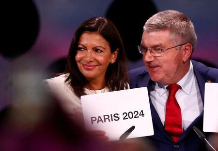 International Olympic Committee (IOC) President Thomas Bach next to Mayor of Paris Anne Hidalgo ratifies Paris 2024 and Los Angeles 2028 host cities for Olympics games during the 131st IOC session in Lima, Peru September 13, 2017. REUTERS/Mariana Bazo