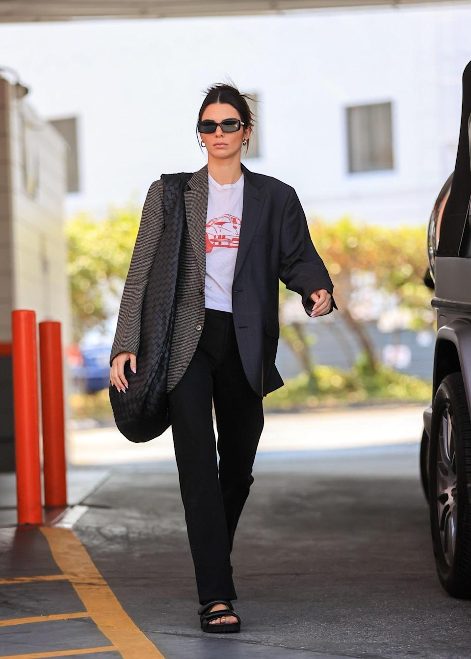 """<h1 class=""""title""""><em>EXCLUSIVE</em> Kendall Jenner looks business chic making a pit stop at the gas station</h1><cite class=""""credit"""">Photo: Rachpoot / Backgrid</cite>"""