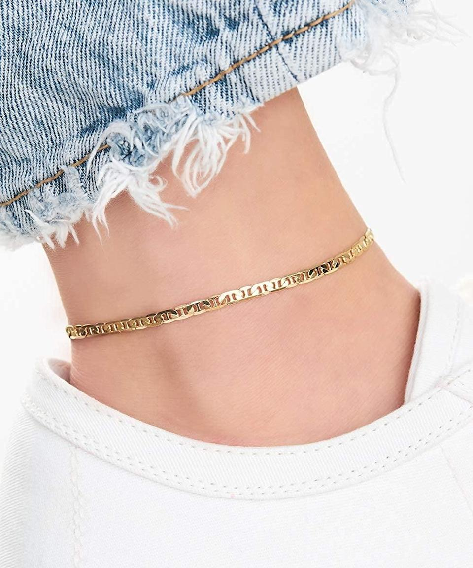 <p>How cute is this <span>Barzel 18K Gold Plated Flat Marina Link Anklet</span> ($13) for the summer?!</p>