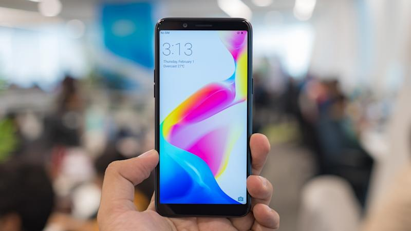 I loved the small form factor and the one hand usability of Oppo A83. Image: Tech2/Rehan Hooda
