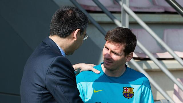 Presidente do Barcelona, Bartomeu conversa com Messi (imagem: Miguel Ruiz/Getty Images)