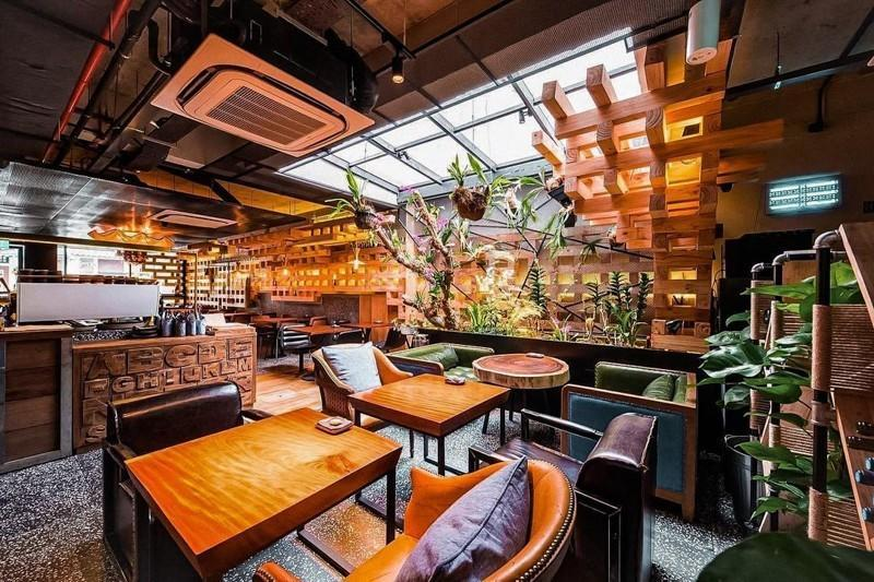 Interior of Birds of a feather at Telok Ayer