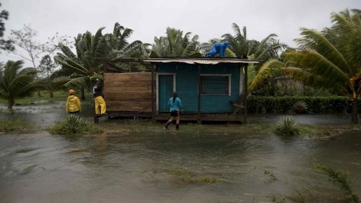 People secure walls and roof of a house amid heavy rains brought by Hurricane Eta, in Bilwi, Nicaragua, 03 November 2020.