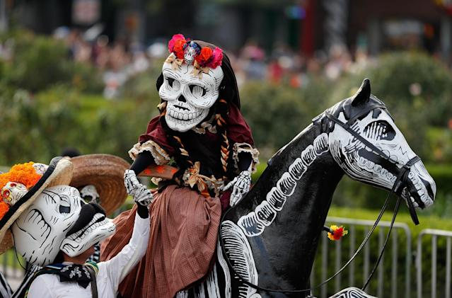 <p>Performers participate in the Day of the Dead parade on Mexico City's main Reforma Avenue, Saturday, Oct. 28, 2017. (Photo: Eduardo Verdugo/AP) </p>