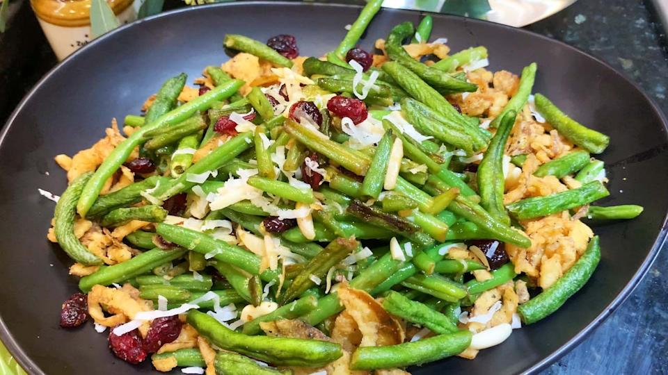Coconut almond sautéed green beans