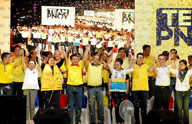 Philippine President Benigno Aquino (C) rallies with senatorial candidates in Manila on February 12, 2013
