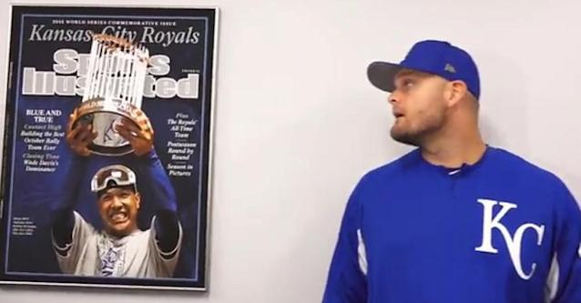 Lucas Duda checks out the framed Sports Illustrated cover commemorating the Royals 2015 World Series championship. (Royals)