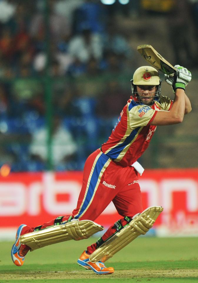 RESTRICTED TO EDITORIAL USE. MOBILE USE WITHIN NEWS PACKAGERoyal Challengers Bangalore batsman AB de Villiers plays a shot during the IPL Twenty20 match between Pune Warriors and Royal Challengers Bangalore at The M.Chinnaswamy Stadium in Bangalore on April 29, 2011. AFP PHOTO/ Dibyangshu SARKAR (Photo credit should read DIBYANGSHU SARKAR/AFP/Getty Images)