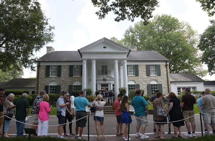 Visitors queue to enter the Graceland mansion of Elvis Presley on August 12, 2017 in Memphis, Tennessee. (Getty)