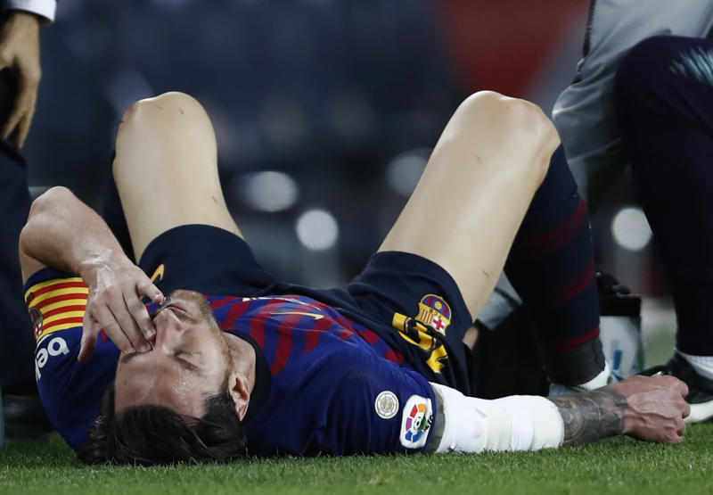 FC Barcelona's Lionel Messi looks painfully injured during the Spanish La Liga soccer match between FC Barcelona and Sevilla at the Camp Nou stadium in Barcelona, Spain, Saturday, Oct. 20, 2018. (AP Photo/Manu Fernandez)