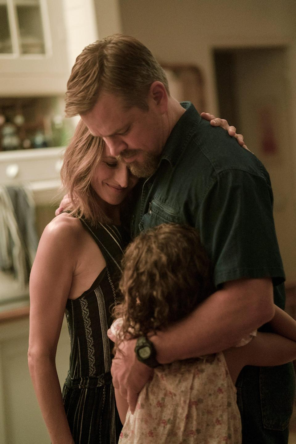 """Bill (Matt Damon) forms a close bond with French actress Virginie (Camille Cottin) and 8-year-old Maya (Lilou Siauvaud) in """"Stillwater."""""""