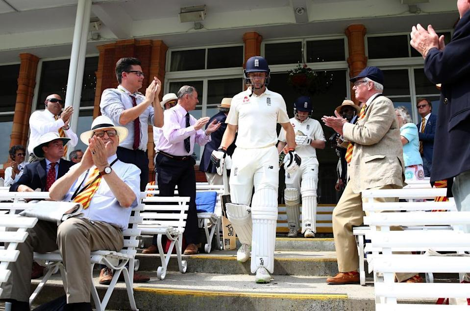 Jos Buttler and Dom Bess are greeted by applause as they walk out to bat during day four of the 1st Testbetween England and Pakistan at Lord's in May 2018.