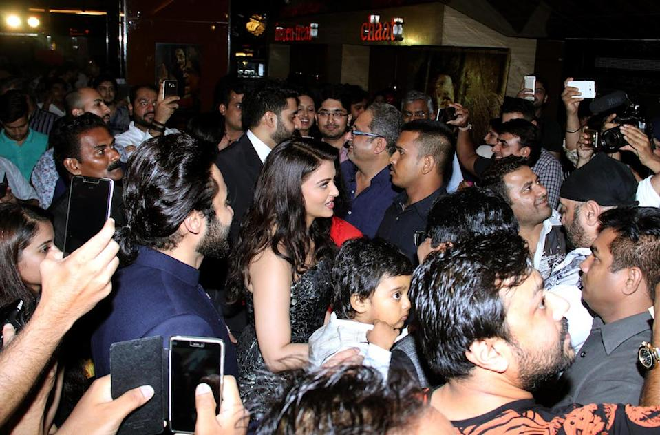 The former beauty queen is usually surrounded with lots of fans wherever she goes.