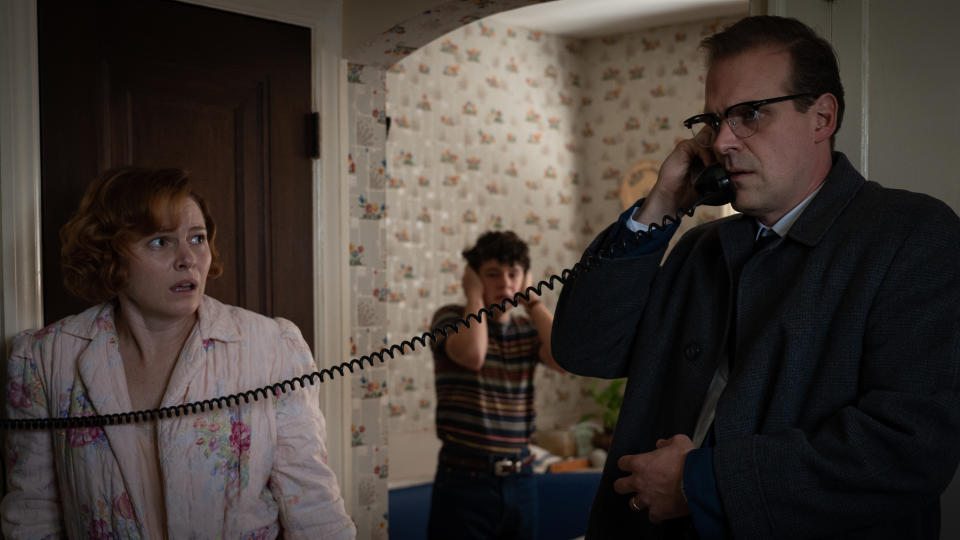 Amy Seimetz and David Harbour play a married couple blackmailed by a criminal gang in 'No Sudden Move'. (Warner Bros)